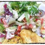 Polędwiczki z indyka i sałatka grecka