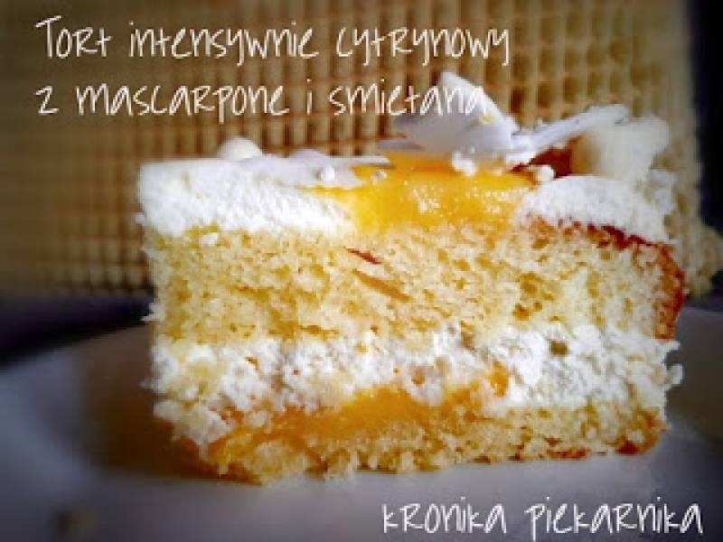 Tort intensywnie cytrynowy z mascarpone i śmietaną