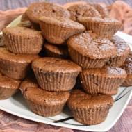 Muffinki czekoladowe z dżemem z porzeczki