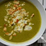 Zupa krem z brokuła z serem pleśniowym i płatkami migdałów