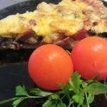 Wytrawna tarta z szynką,salami i pieczarkami