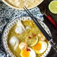 Azjatycka zupa z pierożkami i krewetkami