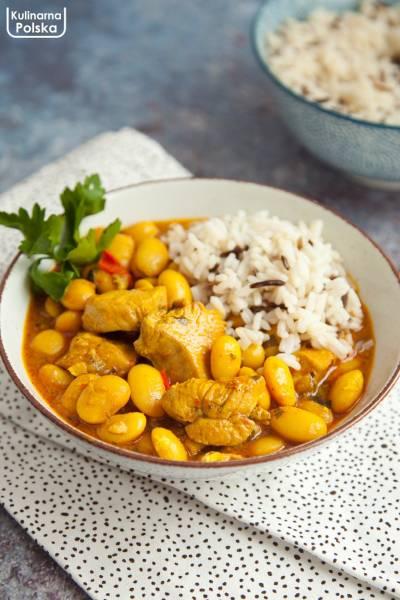 Fasolka w sosie curry z kurczakiem. Pyszna odmiana dla fasolki po bretońsku. PRZEPIS