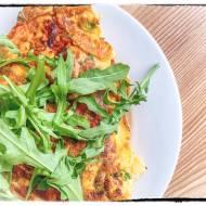 Domowy omlet z papryką i szynką