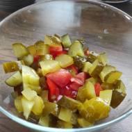 Sałatka z pomidora i ogórka kiszonego