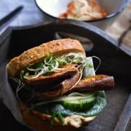 Piknikowa wege-kanapka z pieczonym batatem