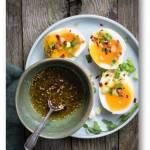 Śniadaniowe jajka po palestyńsku z za'atarem i cytryną