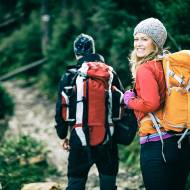 Trekking a ochrona przed wiatrem i deszczem – co warto kupić?