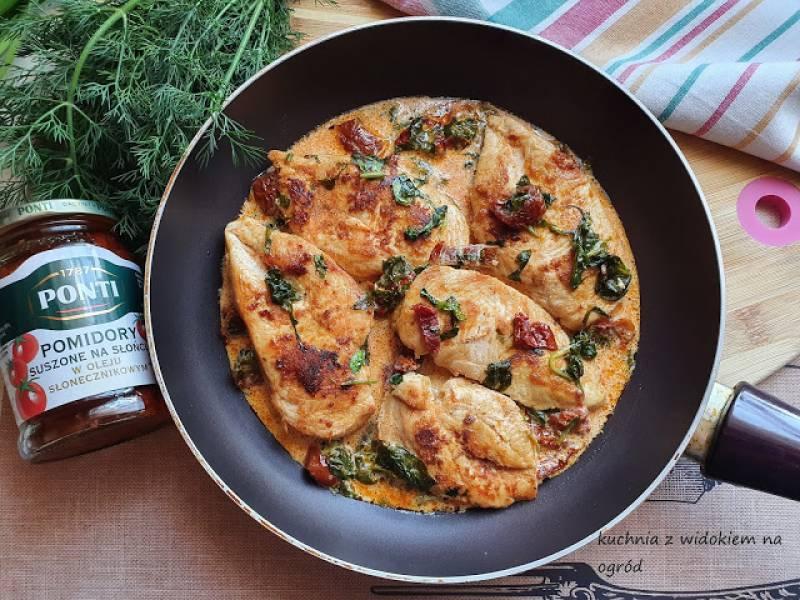 Piersi z kurczaka w sosie z suszonych pomidorów i szpinaku