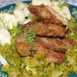 pyszna wątróbka z kurczaka w warzywach na obiad...