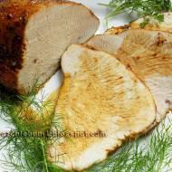 Pierś z indyka pieczona na liściach czosnku