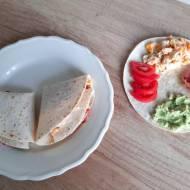 Składane wrapy z tortilli z guacamole i jajecznicą