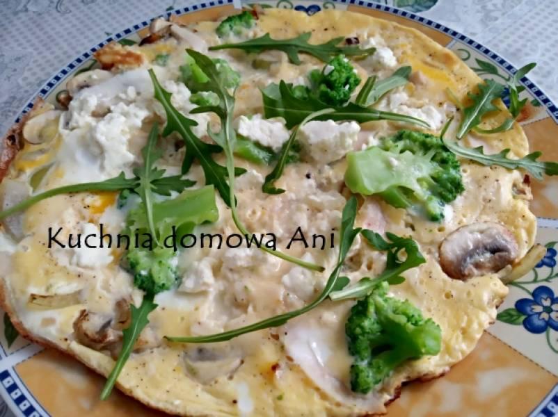 Omlet z brokułami i serem twarogowym