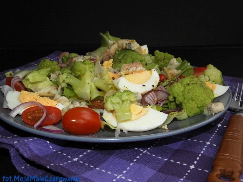 Sałatka z jajem i kalafiorem