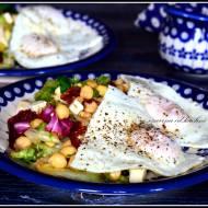 Sałata z ciecierzycą i serem