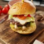 Domowe burgery wołowe z halloumi