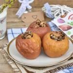 Pieczone jabłka z daktylami i masłem orzechowym