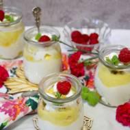 Słoneczny deser z mango i bezikami