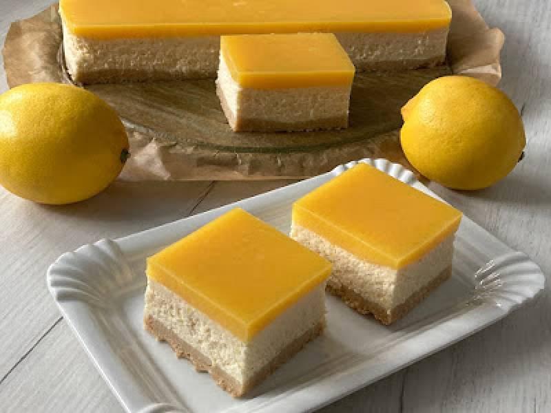 Sernik cytrynowy z polewą lemon curd