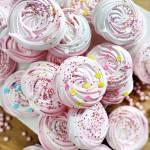 Kolorowe mini bezy - nowy post na słodkich sio-smutkach
