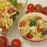 Doskonała sałatka makaronowa – zrób ją a rodzina będzie prosiła o dokładkę