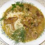 aromatyczna zupa grzybowa z prawdziwków z makaronem...