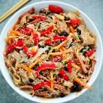 Japchae – koreański makaron z warzywami