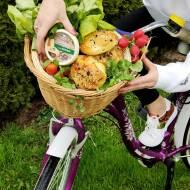 DROŻDŻOWE BUŁECZKI Z SEREM I ZIOŁAMI – idealne na śniadanie i na piknik!