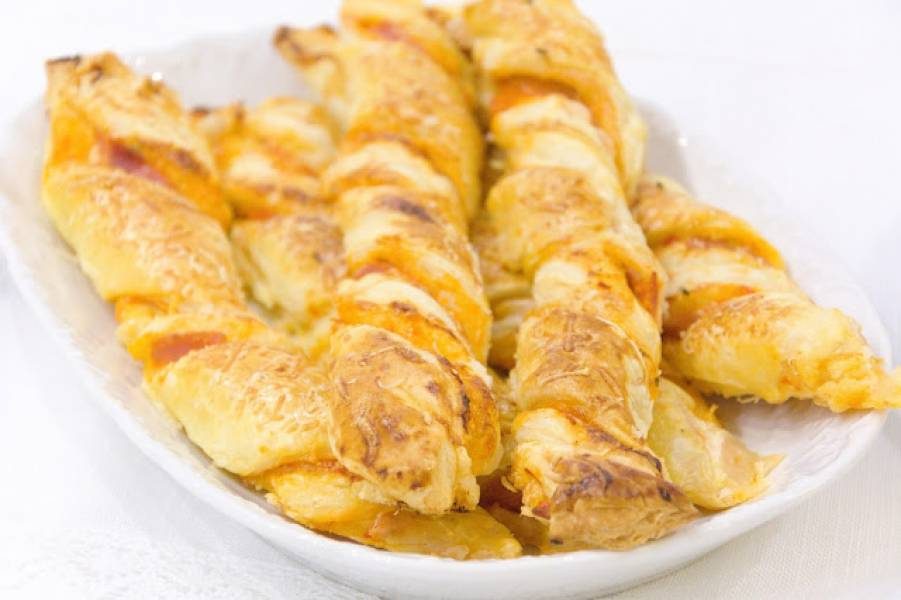 Paluchy serowe z ciasta francuskiego