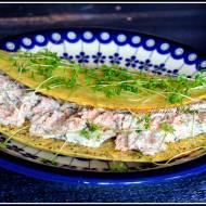 Owsiany omlet z pastą z łososia