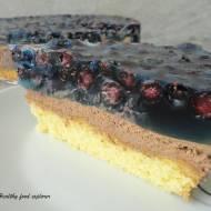 Tort z kremem czekoladowym, galaretką i owocami