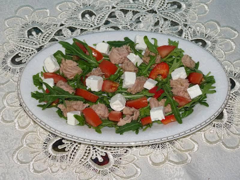 Sałatka z rukoli i tuńczyka