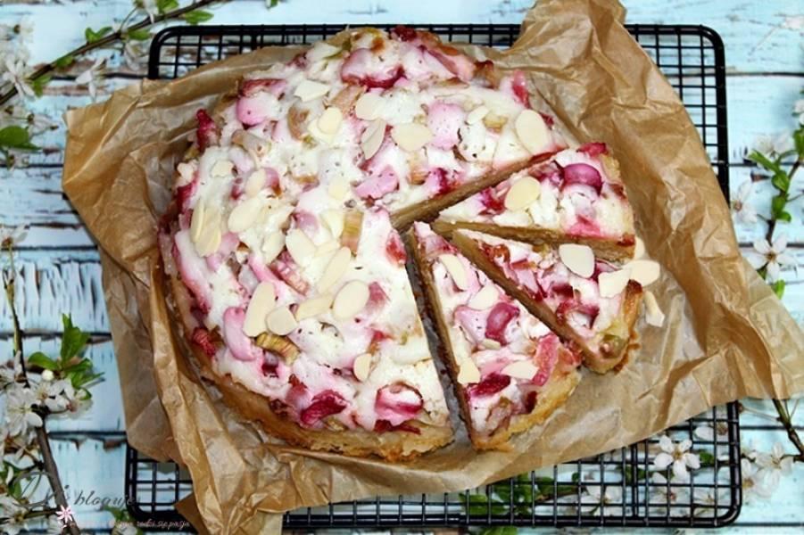 Ciasto serowe z rabarbarem i polewą śmietanową
