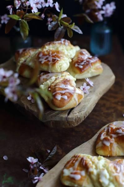 Drożdżówki z serem i kokosem