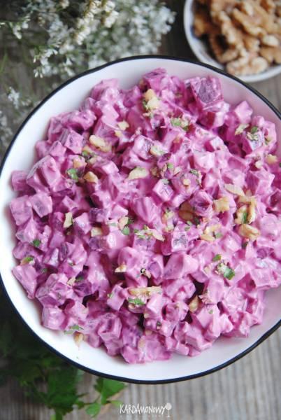 Sałatka z burakami, jogurtem i orzechami