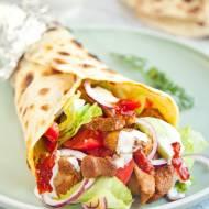 Domowy kebab w placku na szybko. Raz dwa i pyszne jedzenie gotowe. PRZEPIS