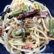 Szparagi oraz spaghetti w sosie z mascarpone