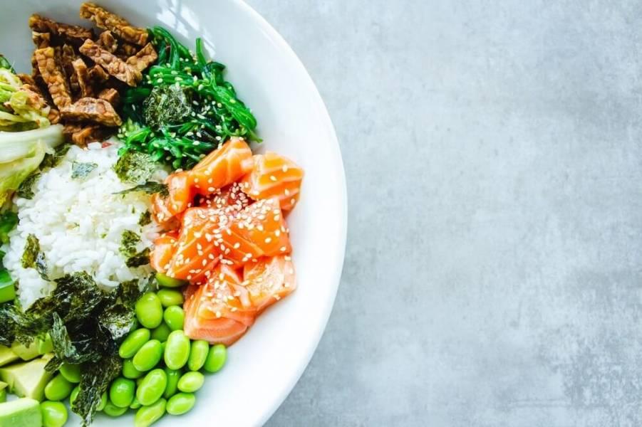 Dieta a książki o gotowaniu – czy warto je ze sobą połączyć?