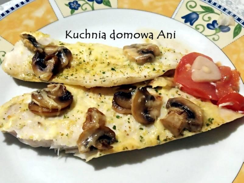 Ryba z pieczarkami zapiekana na pomidorach