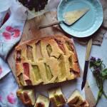 Odwrócone ciasto ucierane z rabarbarem