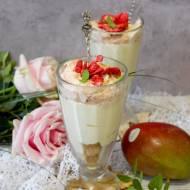 Kremowy deser mango truskawka