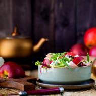 Sałatka z kozim serem i jabłkiem
