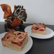 Kruche ciasto z rabarbarem z pianką