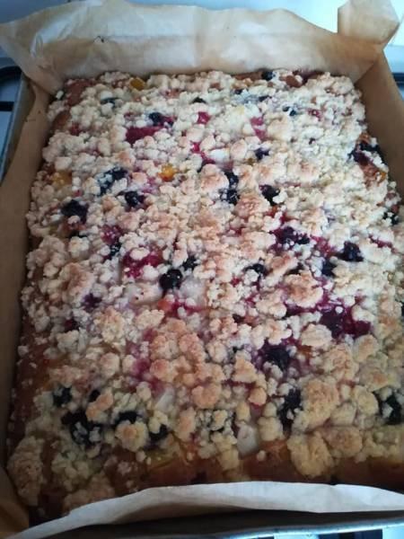 Ciasto na maślance z owocami i kruszonką