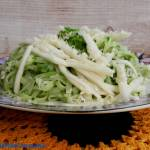 Makaron ryżowy z pesto i z piklowaną białą rzodkwią