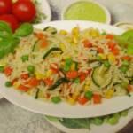 Makron orzo z warzywami idealny na lekki obiad kolacje lub do pracy - pyszna sałatka wegetariańska