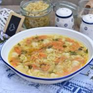 Zupa z warzywami, makaronem i kaszą jęczmienną