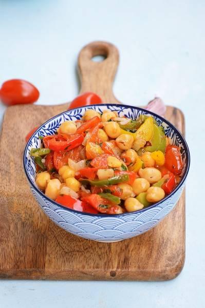 Ciecierzyca z papryką i pomidorami