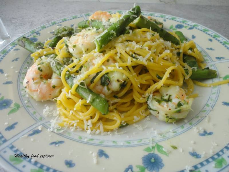 Spaghetti z krewetkami i szpargami