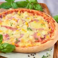 Pizza hawajska z szynką, serem, kukurydzą i ananasem